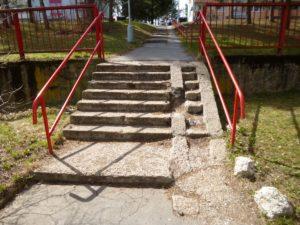 Slnečná - schody v apríli 2017